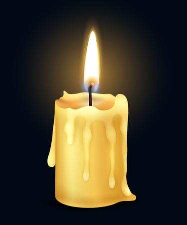 Composizione realistica gialla isolata della luce del fuoco della fiamma della candela bruciante nell'illustrazione scura di vettore Vettoriali