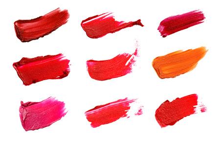 흰색 배경에 장식 화장품 컬러 브러시 립스틱 스트로크의 콜라주. 아름다움과 메이크업 개념입니다.