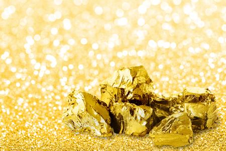 Golden ingots close up on golden dust glitter background. 免版税图像 - 114056094