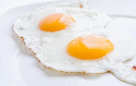 huevos fritos: Huevo frito doble Foto de archivo