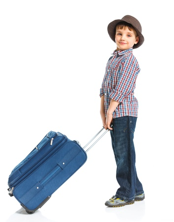 maletas de viaje: Chico turista feliz aislado sobre fondo blanco