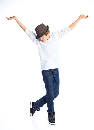 ni�os bailando: Chico bailando con un sombrero Foto de archivo
