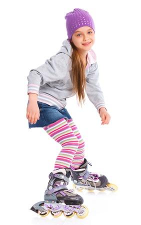 patines: Linda chica en patines sobre un fondo blanco Foto de archivo