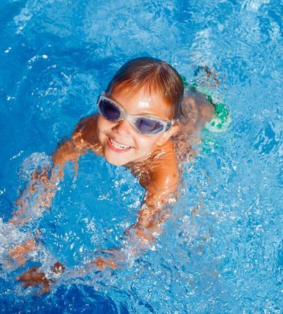 natacion: Boy en la piscina