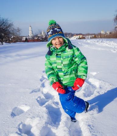 5 6 years: Little boy in winter park