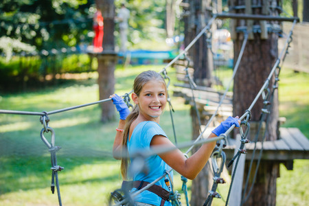 Girl in a climbing adventure park Banque d'images