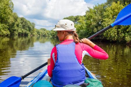 Girl kayaking Banque d'images