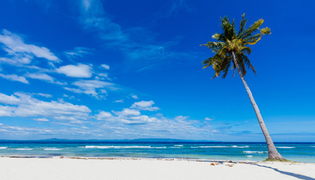 Las vacaciones de verano - Hermosa playa tropical y el mar. Filipinas