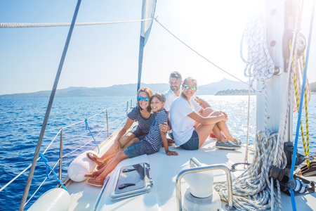 Family with adorable kids resting on yacht Banque d'images - 106358872