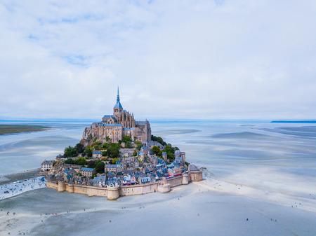 Top view of the Mont Saint Michel Bay, Normandy France Banque d'images - 118105430