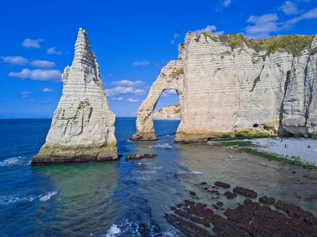 The pointed formation called LAiguille or the Needle and Porte dAval at Etretat, north western France Stockfoto