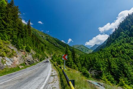 Transfagarasan-Pass im Sommer. Transfagarasan überquert die Karpaten in Rumänien und ist eine der spektakulärsten Bergstraßen der Welt.