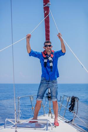 Young man sailing yacht. Holidays, people, travel Stockfoto