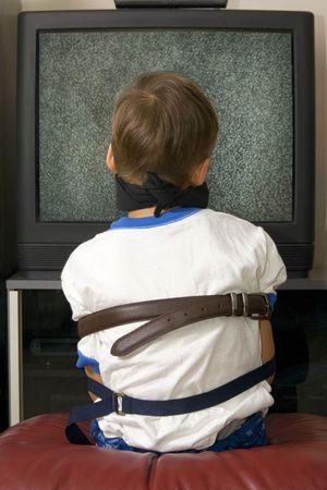 少年 - ベビーシッターによって縛りつけられる。
