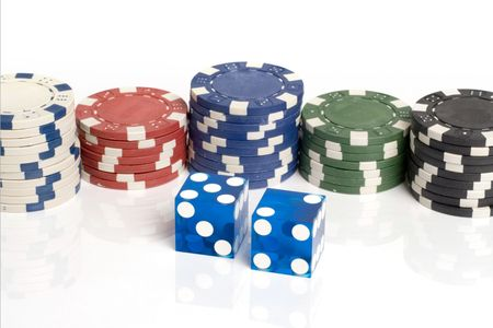 Blue casino dice with lucky 7 showing with chips Reklamní fotografie