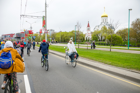 BELARUS, MINSK - APRIL 30/2016: On the central streets of Minsk hosted the annual bicycle carnival in which everyone participated. Reklamní fotografie - 115969273