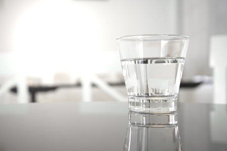 clear drinking water in clean glass on restaurant table Standard-Bild
