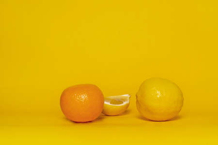 fresh slice yellow lemon and orange tangerine fruit for food on colorful  background Imagens