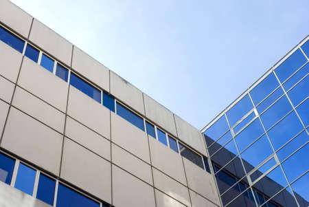 窓の反射と公共建築から frogview.