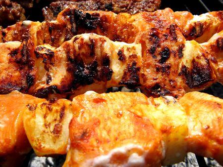 Varkens vlees in camping barbecue picknick bereiden Stockfoto