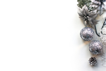 Kerstmis, Nieuwjaar Mockup, witte achtergrond bovenaanzicht. Sjabloon met een lege ruimte voor tekst. Mockup voor reclame, gefeliciteerd. Kaarten van de vakantiegroet Design.