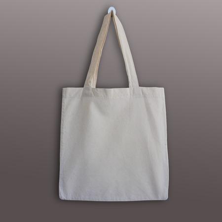 빈 목화 토트 백, 디자인 실물 크기의 모형. 손수 만든 쇼핑 가방.