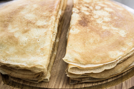 Close up of french crepes, thin pancakes on a wooden board Banco de Imagens