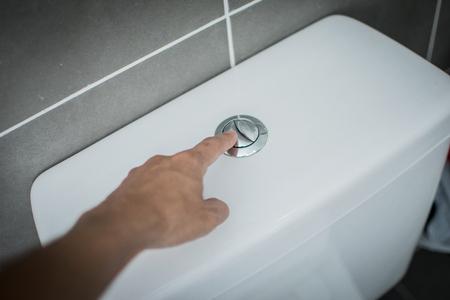 de hand flush toilet