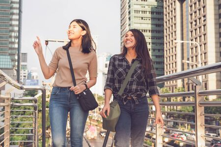 Best friends enjoying time together outdoors, travelling in city - Girlfriends on vacation having fun smiling and happy - Female couple tourist travel concept with faded summer filter look 版權商用圖片