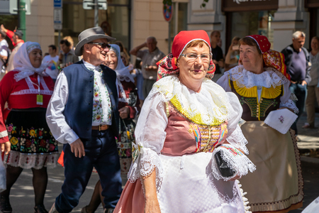 PRAGUE, CZECH REPUBLIC - JULY 1, 2018: People in folk costumes at Sokolsky Slet, a once-every-six-years gathering of the Sokol movement - a Czech sports association 新聞圖片