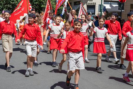 PRAGUE, CZECH REPUBLIC - JULY 1, 2018: Children parading at Sokolsky Slet, a once-every-six-years gathering of the Sokol movement - a Czech sports association 新聞圖片