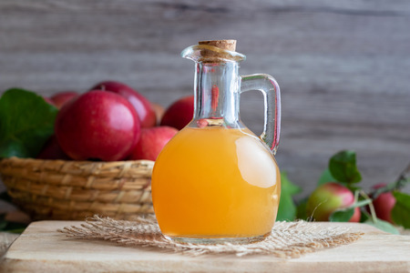A bottle of raw unfiltered apple cider vinegar Banque d'images