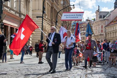 PRAGUE, CZECH REPUBLIC - JULY 1, 2018: Swiss visitors parading at Sokolsky Slet, a once-every-six-years gathering of the Sokol movement - a Czech sports association 新聞圖片