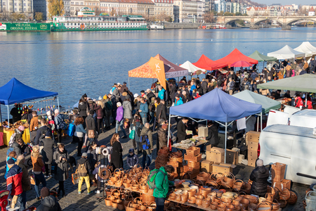PRAGUE, CZECH REPUBLIC - NOVEMBER 17, 2018: People shopping at the Saturday farmers market at the Naplavka riverbank Редакционное