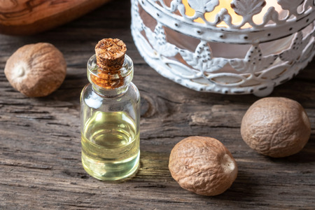 A bottle of nutmeg essential oil Imagens