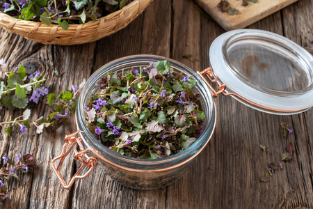 Preparation of homemade ground-ivy syrup against cough Banco de Imagens - 122803157