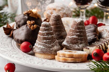 Beehives and other Czech Christmas cookies, closeup Standard-Bild