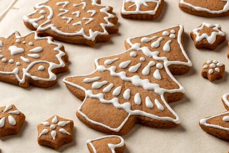 Homemade Christmas gingerbread cookies on parchment paper Banco de Imagens