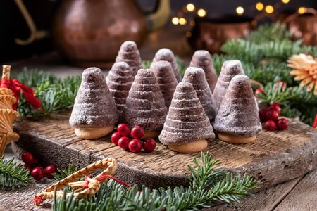 Beehives or wasp nests - traditional Czech no-bake Christmas cookies on a table Banco de Imagens