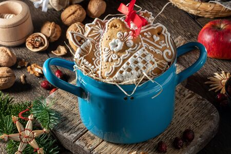 Handmade Christmas gingerbread cookies in a blue pot on a wooden table Banco de Imagens