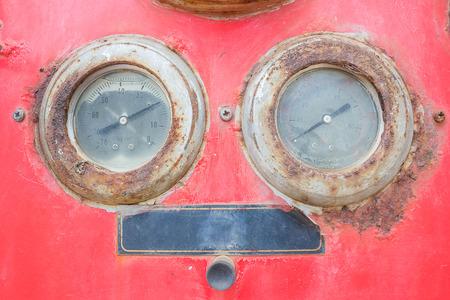 gage: water tank pressure gage