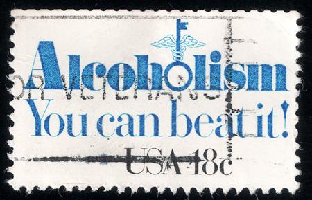 alcoholismo: Sello impreso en EE.UU. en 1981 muestra el lema: Alcoholismo - Usted puede superar!