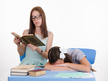 reluctance: The teacher teaches student who fell asleep from boredom