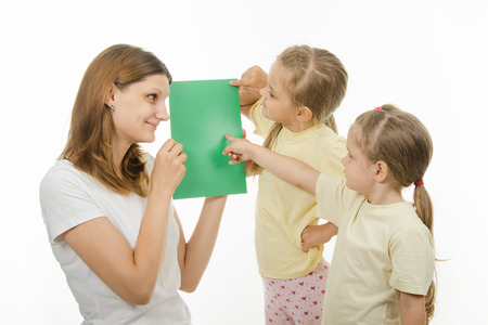 distinguish: Mother shows two daughters plain color pictures, checking whether they distinguish colors