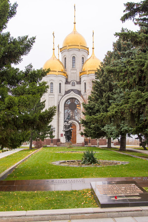 fraternal: Volgograd, Russia - November 5, 2015: A view of a mass grave of soldiers of the army and 62 Church of All Saints at Mamayev Kurgan, from the historical-memorial complex To Heroes of the Battle of Stalingrad, Volgograd