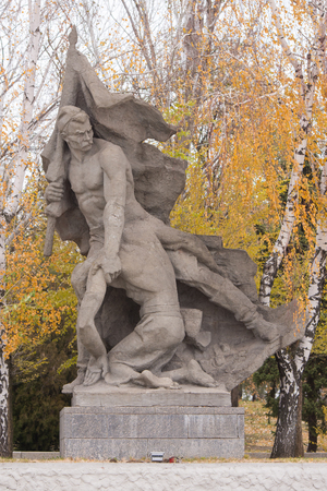 mortally: Volgograd, Russia - November 5, 2015: The sculptural group Caught up in the banner at the mortally wounded in the battle standard bearer in the square of heroes historical memorial complex To Heroes of the Battle of Stalingrad, Mamayev Kurgan, Volgogr