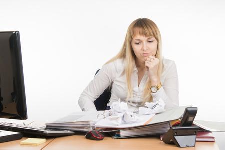 nervios: Especialista en la oficina de los nervios y el cansancio aplastado algunos documentos importantes