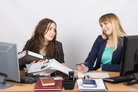 inundated: The situation in the office - one employee overburdened, the other does nothing
