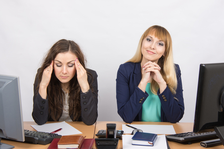 careerist: The situation in the office - from one girl really a headache, the other looks happy in the picture
