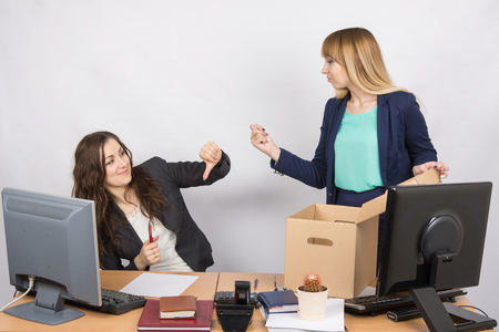 laidoff: Office employee humiliating gesture of laid-off colleagues who fights back